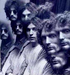 CREAM (1966-1968) Trío de Rock, Blues y pop Británico formado por el vocalista y guitarra Eric Clapton que llegaba entre otras, de grandes bandas comoYardbirds y John Mayall's Bluesbreakers. El cantante y bajista Jack Bruce, había formado parte de la Graham Bond Organisation, y de Manfred Mann y también de los John Mayall's Bluesbreakers.   El batería Ginger Baker fue miembro de la Alexis Korner Blues Incorporated y la Graham Bond Organisation.