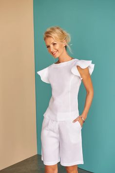 Get noticed for all the right reasons in this beautiful frilled off-the-shoulder, linen fluted top. Fácil Blanco is proudly designed and tailored in Dubai from Italian linen. High Collar Blouse, Classic White Shirt, Look Street Style, Linen Jackets, Types Of Fashion Styles, Suits For Women, Casual Looks, Ideias Fashion, Fashion Dresses