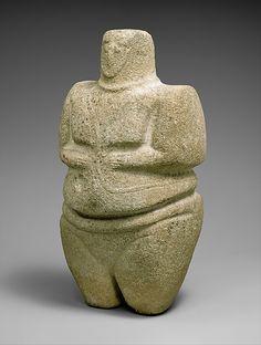 """ancientpeoples: """"Permanente de la figura femenina que lleva una correa y un collar de 3000-2000 aC temprano a medio Edad de Bronce - sur-oeste de Arabia Esta escultura es una de un grupo de estatuas asociadas a la edad de bronce de Arabia del Sur.  Viene por el principio ..."""