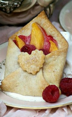 A Little Loveliness: Special Delivery Tea Party - Special Delivery Fruit Tart Yummy Recipes, Dessert Recipes, Cooking Recipes, Just Desserts, Delicious Desserts, Yummy Food, Cute Food, Creative Food, High Tea