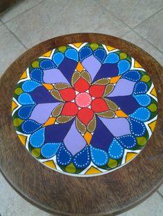Mandala feita em lata de rolo de filme.