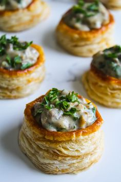 Golden flaky bite sized puff pastry topped with creamy garlicky mushroom sauce, this step by step recipe for Mushroom vol-au-vent is real crowd pleaser. Vol Au Vent, Mushroom Appetizers, Mushroom Recipes, Mushroom Sauce, Mushroom Pasta, Recipes Using Puff Pastry, Vegetarian Recipes, Cooking Recipes, Cuban Recipes