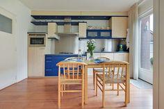 Keuken met openslaande deuren naar het terras