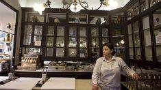 Pastelería El Pozo. 1830, calle Pozo #8,  Madrid (España). Presume de seguir haciendo los hojaldres de forma artesanal, rellenos de crema y cabello de ángel. Eso, y la fama de sus roscones de Reyes, el turrón y el pan de Cádiz, ha traspasado fronteras.