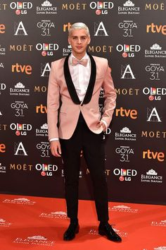 I want the bow tie i dont like the black detail and pants. Rose Gold Suit, Pink Suit, Indian Men Fashion, Mens Fashion Suits, Male Fashion, Tuxedo Wedding, Wedding Suits, Wedding Attire, Gold Wedding