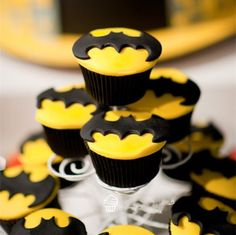 Super man & batman cookie cutter #kitchen #home http://kgspot.com/index.php/product/super-man-batman-cookie-cutter/