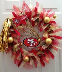 San Francisco 49ers Team Spirit Wreath If I put this up then my hubby might get in the decorating mood!!