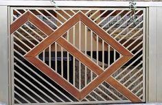 Portão Tubular Madeira EP-205 com preenchimento de metalon de aço carbono 100% galvanizado em diversos perfis. Pode conter detalhes em tubos de aço, chapa ou madeira.