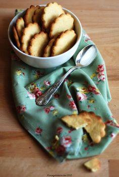#Biscotti croccanti con #farina di #ceci e #riso | Crunchy #cookies with #chickpea and rice #flour | Una gatta in cucina #vegan #coconut #recipe