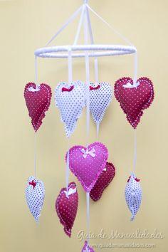 Móvil de corazones para la cuna del bebé - Guía de MANUALIDADES Baby Crafts, Kids Bedroom, Garland, Bb, Sewing, Recycled Crafts, Creative Crafts, Garlands, Decorations