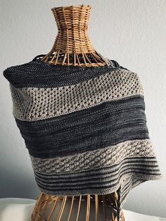 Starry Configurations by Lindalou Anne Holley- Test Knit by emstone Free Knitting, Knitting Patterns, Knitting Ideas, Knit Or Crochet, Crochet Hooks, Malabrigo Sock, Knitted Shawls, Shawls And Wraps, Knitting Projects