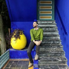 "#throwbackthursday ""Fashion pilgrim"" in Marrakech waiting for Yves (Nov. 2015). #marrakech #shorttrip #travelwithalexcommentator #travel #africa #maroc #morocco #deepblue #ysl #yvessaintlaurent #electricblue #jardinmajorelle #nofilter #tbt #travelling #visitmarrakech #fashionicon #iconicplaces #stairs #colors #tourist #fashionpilgrims"