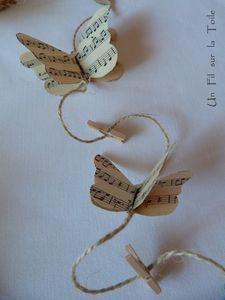 Très originale guirlande de papillons faite à partir de papier musique