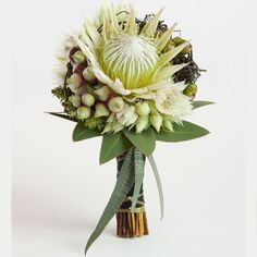 green tone, Proteas with Serruria 'blushing brides', eucalyptus buds and leaves and dodder vine. Flowers by Flos Florum . my idea of beautiful! Protea Bouquet, Hand Bouquet, Bride Bouquets, Floral Bouquets, Beautiful Flowers, Beautiful Bouquets, Arte Floral, Sugar Flowers, Decoration Table