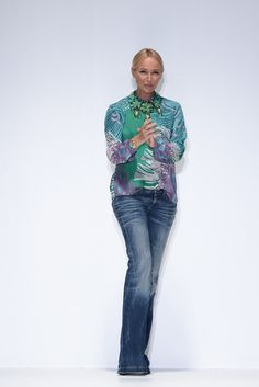 Frida Giannini-Current designer for Gucci. I love her look Milan Fashion, Love Fashion, Spring Fashion, Fashion Show, Fashion Outfits, Street Fashion, Bell Bottom Pants, Bell Bottoms, Stylish Girl
