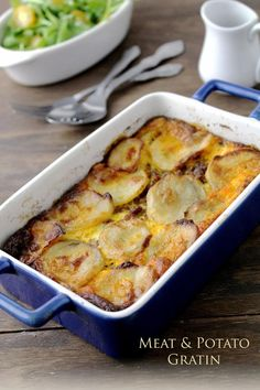 Traditional Macedonian Moussaka Recipe – Easy Meat and Potato Gratin An easy Moussaka recipe made with ground beef, spices and potatoes. This traditional Macedonian recipe is satisfying comfort food that tastes amazing! Musaka, Macedonian Food, Beef And Potatoes, Sliced Potatoes, German Potatoes, Gula, Comfort Food, Paleo, Greek Recipes