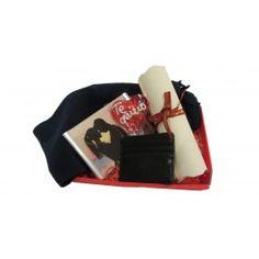 La Cesta Personal Chico es una de nuestras cestas regalo más personales. Al incluir el marco de fotos personalizado y el pergamino, podrás decirle todo lo que sientes y reflejarlo con una imagen. Además, la cesta regalo incluye los mejores complementos para el otoño: una bufanda para las gélidas tardes y un tarjetero. Sorprende a tu chico con esta cesta regalo a domicilio, la más personal.