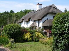 Hambledon... a beautiful little village near London...Thatched Cottage, photo by Denmead Man
