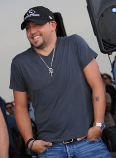 Jason Aldean, so can't wait to see him in August :D Best Country Singers, Country Music Stars, Country Artists, Jason Aldean, Country Men, Country Girls, Country Style, Redneck Romeo, Jake Owen