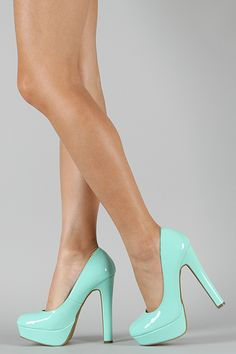 reminds me of Tiffany & Co. color :)