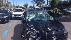 Cuatro personas han resultado heridas al impactar un vehículo de la empresa de transporte de pasajeros Uber contra dos taxis en el Paseo de la Castellana.