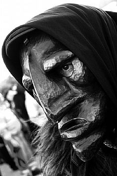 Sardinian Mamuthones Cagliari, Black And White People, Tribal People, My Land, Ancient Civilizations, Sardinia, Europe, Fantasy Creatures, Great Photos