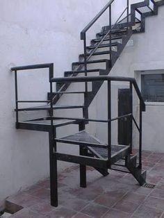 escaleras de hierro, hierro y madera