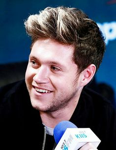 Niall being interviewed at the iHeartRadio KIIS FM Jingle Ball