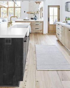 Scandinavian Kitchen, Kitchen Remodel, Kitchen Decor, Interior Design Kitchen, Home Kitchens, Rustic Kitchen, New Kitchen Cabinets, Kitchen Renovation, Kitchen Design