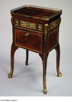 Toilet and writing-table Attributed to Jean-Henri Riesener (1734 - 1806) France 1780 - 1784 Oak, mahogany, gilt-bronze, leather and brass Object size: 78.8 x 47 x 35.5 cm