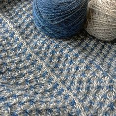 Spark of Grey pattern by Melanie Berg in  Kettle Yarn Co. BASKERVILLE Dawn and Eventide colourways. By Eldenwoodcraft.