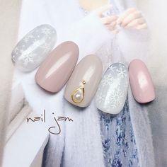 ネイル(No.1968289)|オフィス |パーティー |グレー |グレージュ |冬 |ピンク |バレンタイン |雪の結晶 |ジェルネイル |ワンカラー |ハンド |ミディアム |チップ | かわいいネイルのデザインを探すならネイルブック!流行のデザインが丸わかり!