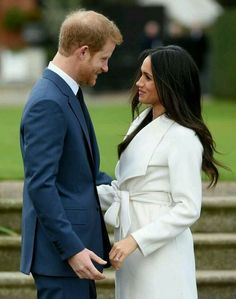 Prince Harry and Meghan Markle are officially engaged and are planning a glamorous royal wedding. Prinz Harry Meghan Markle, Harry And Megan Markle, Meghan Markle Prince Harry, Prince Harry And Megan, Harry And Meghan, Princess Meghan, Prince And Princess, Meghan Markle Engagement, Estilo Meghan Markle