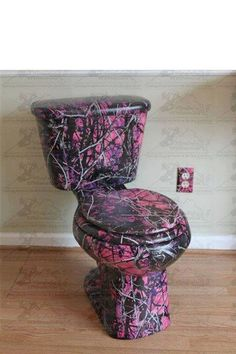 Pink Camo Toilet and electric socket My Daughter wants her own bathroom and she wants this in it!!!!!!!