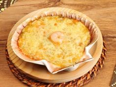 moutarde, échalote, lait, poireau, farine, crème liquide, beurre, crevette rose, ail, fromage râpé