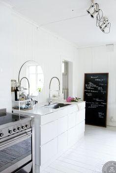 Loveee this kitchen