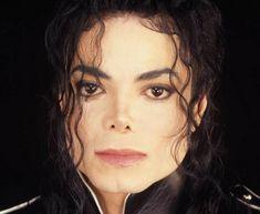 Un día como hoy 25 de junio, en 2009, nos dejó el Rey del Pop, Michael Jackson. Único e irrepetible. Hasta el día de hoy se le extraña. Lisa Marie Presley, Jackson Family, Jackson 5, Oprah Winfrey, Michael Jackson Figure, Thriller Album, Best Selling Albums, Guinness Book, Time In The World