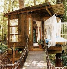 A tree house can be a magical hideaway, fort, or play destination for almost any child, as well as a fun project for any adult. Building a tree house takes careful planning and construction, but your hard work will pay off Future House, My House, House Art, Wendy House, House Rooms, Living Rooms, Beautiful Tree Houses, Beautiful Homes, House Beautiful