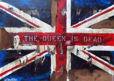 """The Queen Is Dead: Tecnica mista (70x50x4) 2013. """"La storia di una Nazione prospera e gloriosa è finita, non se ne canterà più l'inno. La bandiera inglese ridotta a brandelli è metafora del crollo dell'intera società occidentale, consumata dai suoi stessi cittadini nei valori e, irrimediabilmente, nelle fondamenta, delle quali comprendiamo inoltre la reale natura: cartone! Spetterà al tempo cancellarne le putride macerie."""" [Sergio Ligrone]"""