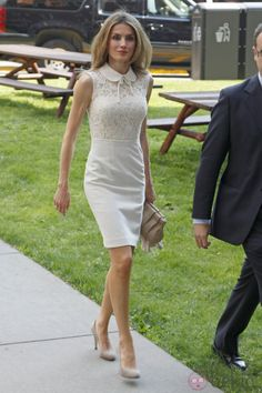 everythingroyal: Crown Princess Letizia of Spain's style Royal Fashion, Fashion Looks, Style Royal, Queen Letizia, Love Her Style, Dress Patterns, Dress To Impress, Cute Dresses, Fashion Dresses