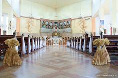 Dekoracja kościoła na ślub w sierpniu.  Dekoracja na pierwszą komunię świętą.