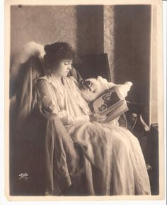 Mabel Normand reads.