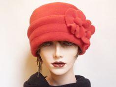 Red Polar Fleece Hat von SatzDesigns auf Etsy, $28,00