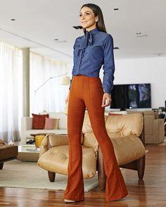 Camisa com gola laço e calça bandagem @murauplanteamor ! Já amo camisa jeans, com laço então é puro amor! Nos desfiles agora da semana de moda de Londres as golas foram a queridinha dos estilistas ❤️
