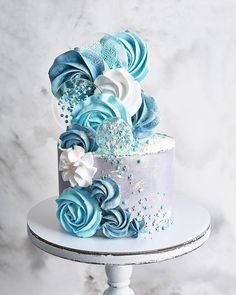 Pretty Cakes, Cute Cakes, Beautiful Cakes, Amazing Cakes, Meringue Cake, Buttercream Cake, Blue Birthday Cakes, Crazy Cakes, Cute Desserts