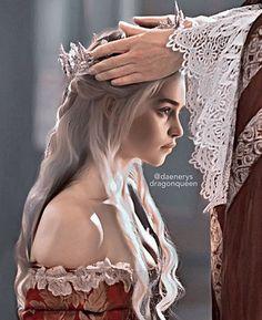 Not my Own, Click the Link! Queen Daenerys Coronation We Deserved! Game of Thrones Alyssa ( Jon Snow And Daenerys, Game Of Throne Daenerys, Thranduil, Emilia Clarke, Targaryen Wallpaper, Fanart, Arte Game Of Thrones, Castle Tattoo, Game Of Trones