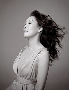 Outtake of the beautiful Sandra Oh from my Entertainment Weekly shoot back in March. Yang Grey's Anatomy, Pretty People, Beautiful People, Sandra Oh, Cristina Yang, Actor Studio, Jodie Comer, Draw On Photos, Badass Women