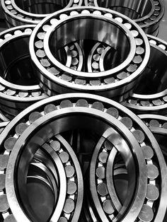 Weltweit größter Zementhersteller LafargeHolcim bestellt bei  STC-Steyr Zementmühlen Lagerung. Geliefert werden Pendelrollenlager 241/560E.J.K30.C3.W33 und Zylinderrollenlager  NU20/630E.MA Steyr, Austria, Top Hats