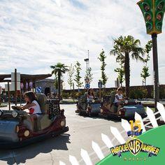 Aprende a conducir como Los Picapiedra en la Escuela de Conducción YABBA-DABBA-DOO ¡especialmente creada para los Pebbles y Bam Bam de la casa!