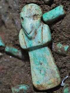 Cultura Maya,  collar en una tumba